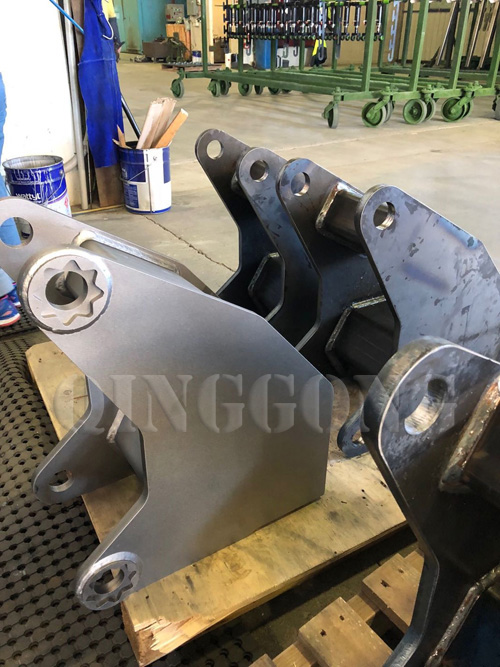 Agricultural_machinery_parts_hook_type_shot_blasting_machine2.jpg