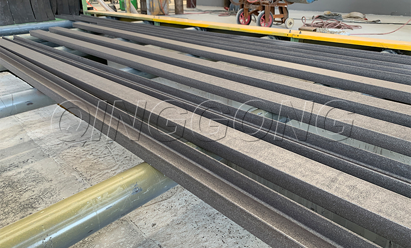 How to avoid daily problems with the roller conveyor through type shot blasting machine 2.jpg