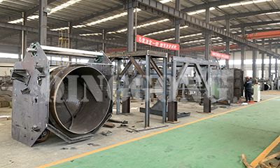 Barrel type shot blasting machine in production
